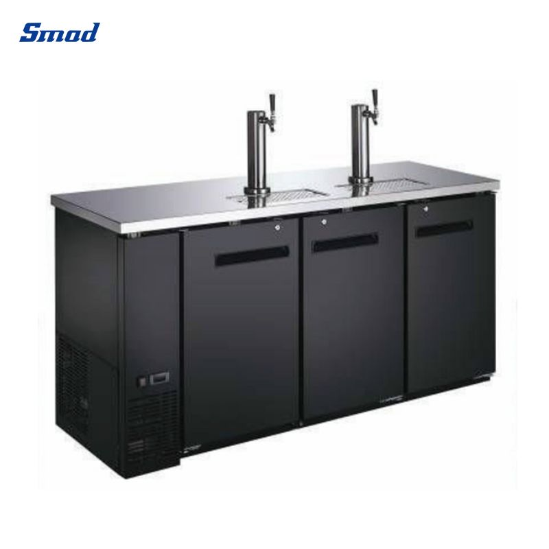 The cooler for drinks has a black appearance and has 3 doors, and the top is made of stainless steel, which is easy to clean.